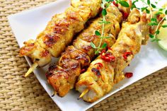 This is a new twist on the traditional Sambal Chicken recipes of course in a good way. Chicken Kabob Recipes, Chicken Skewers, Meat Recipes, Gourmet Recipes, Sambal Chicken, Tandoori Chicken, Lemon Garlic Chicken, Raw Vegan Recipes, Easy Cooking
