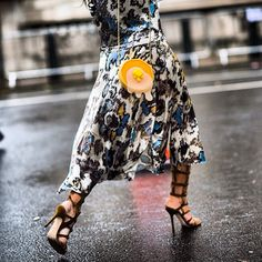 #live on #le21eme by #adamkatzsinding •   www.Le-21eme.com •   #tinaleung before the #ss14 #marykatrantzou #fashionshow in #london #england during #lfw #fashionweek #street #style #streetstyle #fashion #print #dress #pancake #bag  (à www.Le-21eme.com)