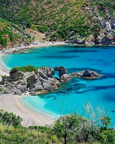 •Kalamos beach, Evia #helptouristsgr#evia#eviaisland #eviagreece #greece #hellas #grecia #holidays #travel #trip #destination #vacation #voyage #traveler #traveling #aroundtheworld #traveltheworld #beautiful #view #island #paradise #heaven #summer #2k18 #beach#kalamos #kalamosbeach Greece Beach Access Our Blog find much more Information http://storelatina.com/greece/travelling