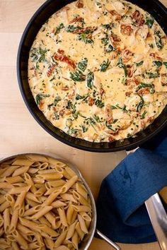 Chicken pasta with cream, spinach & sundried tomatoes I Love Food, Good Food, Yummy Food, Food Porn, Cooking Recipes, Healthy Recipes, Dessert For Dinner, Food Inspiration, Chicken Recipes