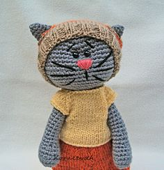 This is love.... <3 maybe I need to learn to knit! Amigurumi Cat with knit clothes