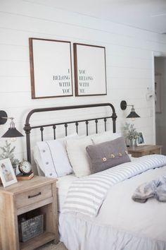 Adorable 35 Beauty and Comfy Farmhouse Bedroom Design Ideas https://homeylife.com/35-beauty-comfy-farmhouse-bedroom-design-ideas/