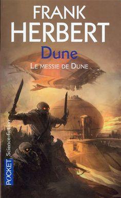 Le cycle de Dune, 3 par Frank Herbert. Paul Atréides a triomphé de ses ennemis. En douze ans de guerre sainte, ses Fremen ont conquis l'univers. Il est devenu l'empereur Muad'Dib. Presque un Dieu, puisqu'il voit l'avenir. Il sait que tous les futurs possibles mènent au désastre.