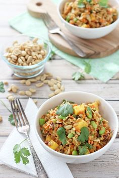 Thai barley salad - a grain-based salad filled with carrots cabbage edamame mango and a peanut sauce dressing. Healthy Salad Recipes, Veggie Recipes, Asian Recipes, Real Food Recipes, Vegetarian Recipes, Ethnic Recipes, Barley Recipes, Vegetarian Dinners, Yummy Recipes