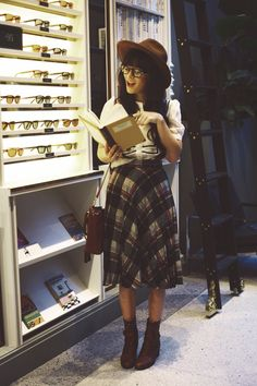 CUte Fall Look. Plaid Skirt. I need one! Hat. I need One!