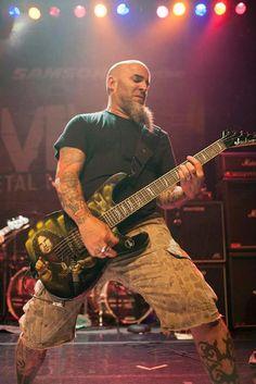 Scott Ian's tribute guitar to Dimebag Darrell