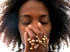 Design: Monica Castiglioni Unique Earrings, Pearl Earrings, Unique Jewelry, Monica Castiglioni, Love Design, Minimalist Jewelry, Jewlery, Jewelry Design, Fashion Jewelry