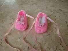 Sapatilha em tricô para bebê - recem-nascido <br>material:lã <br>medida: 10 cm <br>essa medida é o tamanho natural, as peças em tricô tem boa flexibilidade aumentando até 3 cm, sem alterar a qualidade do produto.