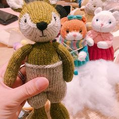 🌸 . . 정말이지 너무 #귀여워 #사랑스러움 #♥️ . 배바지가 #point 매력 #👍 . #비오는날 #목요일 #취미 #대바늘인형 #예쁘다 #힐링 #일상 #rainyday #rain #sunday #knit #knitting #fox #handmade #happy #healing #good #photography #😍 #hobby #mylife #lovely
