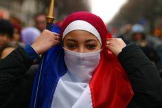 لوموند: ثلاث ارباع الفرنسيين يعتبرون أن الإسلام لا يتفق مع قيم فرنسا