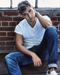 Find images and videos about boys and jorge blanco on We Heart It - the app to get lost in what you love. Boy Celebrities, Celebs, Violetta Disney, Disney Stars, Hot Boys, Cute Guys, Actors & Actresses, Beautiful Men, Sexy Men