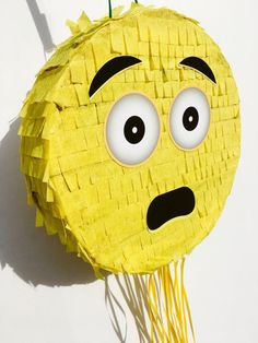 Fiesta de piñata EMOJI emoticonos partido partido de emoji Emoji Pinata, Emoji Cake, 7th Birthday, Birthday Parties, Candy Birthday Cakes, Fiesta Party, Happy Day, Party Time, Diy And Crafts