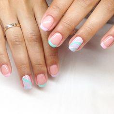 Кто сказал, что френч должен быть обязательно классическим? Покажу Вам такой летний и очень освежающий вариант)ногти Nail Art # маникюр # ногти # nails # nail # дизайн ногтей # гель лак # гель # гелевые ногти # шеллак…»