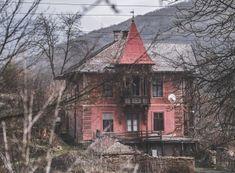 Maurerova vila v Čučme - Čierne diery Cabin, House Styles, Home Decor, Decoration Home, Room Decor, Cabins, Cottage, Home Interior Design, Wooden Houses