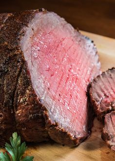 Tender, juicy, perfectly sliceable, oven roasted beef with a southwestern spice crust and plenty of flavor - recipe by Barefeet In The Kitchen Oven Roast Beef, Sirloin Roast, Roast Beef Recipes, Pot Roast, Carne Asada, Beef Dishes, Food Dishes, Main Dishes, How To Cook Beef
