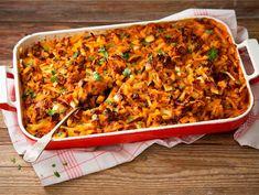 Jauheliha-perunakiusaus My Favorite Food, Favorite Recipes, Finnish Recipes, Salty Foods, Cooking Recipes, Healthy Recipes, Food Tasting, Lasagna, Macaroni And Cheese