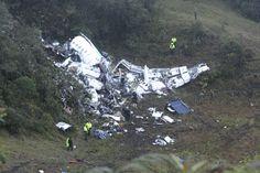 I rottami dell'aereo Cp2933 precipitato in un'area montuosa vicino a Medellin, in Colombia