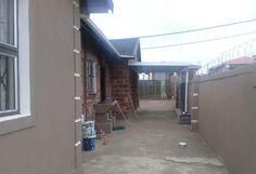 Burglar Bars, Aluminium Windows, 3 Bedroom House, Built Ins, Lounge, Real Estate, Ceiling, Bath, Modern