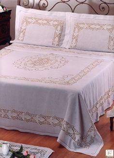 402 Completo Letto.JPG - Completo letto in puro lino ricamato con tecnica ad intaglio richelieu in filo di cotone