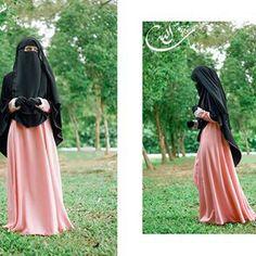 salmon pink dress with black khimar and niqab So lovely! Islamic Fashion, Muslim Fashion, Modest Fashion, Hijab Niqab, Muslim Hijab, Beautiful Muslim Women, Beautiful Hijab, Niqab Fashion, Islam Women