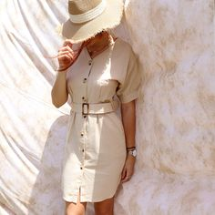 Dress in beige with decorative details. Beige Dresses, Pink Mini Dresses, Spring Dresses, Pink Dress, Orange Handbag, Ethnic Print, Spring Summer, Model, Cotton