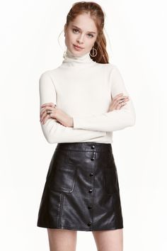 Shop online for women's skirts at H&M. Choose from pencil skirts, pleats, denim, leather skirts and more in mini, midi and maxi lengths. A Line Skirts, Short Skirts, Short Dresses, Mini Skirts, Girl Tied Up, Skater Skirt, Black Leather, Street Style, My Style