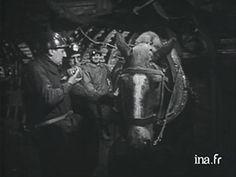 1955 - Mémoires de Mines : Pour la première fois, un direct est réalisé par la télévision au fond d'une mine, la fosse 12 du Groupe de Lens à Loos-en-Gohelle. Au fond, Pierre Tchernia en tenue de mineur et un responsable de la mine descendent dans un beurtia, ils rencontrent le conducteur d'un des derniers chevaux de la mine utilisé pour tracter les berlines. vidéo via ina.fr