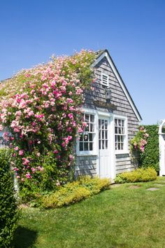 rose covered cottage in sconset featured on design darling nantucket travel guide Nantucket Style Homes, Nantucket Cottage, Nantucket Island, Cozy Cottage, Coastal Cottage, Cottage Homes, Cottage Style, Cape Cod Cottage, Nantucket Wedding