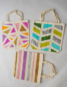Collect & Carry: DIY: Geometric Painted Tote Bags => Even jute sacks can . Summer Tote Bags, Diy Tote Bag, Diy Bags, Fabric Painting, Diy Painting, 30 Diy Christmas Gifts, Diy Projects To Try, Sewing Projects, Crafty Craft
