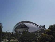 City of Arts and Sciences on kaunis valkoisten rakennusten tiede- ja taidekeskus keskellä Valenciaa. Kuvauksellinen puisto kuuluu Espanjan 12 Aarteen listalle. Lisää blogissa! 🌴 // The City of Arts and Sciences is a big park of art, science, beauty and big white buildings in the middle of Valencia. It belongs to the list of 12 Treasures of Spain. More info on blog!   🌴 www.kookospalmunalla.fi 🌴#kookospalmunallablog #valencia #spain #espanja #matkailu #matkablogi #cityofartsandsciences White Building, Valencia Spain, Wide World, Bilbao, Buildings, Middle, Science, Adventure, Park
