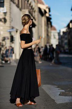 Une robe longue été noire en deux pièces; robe longue bustier été