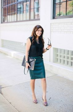 Picture 365 « Wear To Work: 15 Fabulous Fall Outfits — Corporate Fashionista Stylish Outfits, Fall Outfits, Stylish Clothes, Work Outfits, Green Fashion, Autumn Fashion, Lawyer Fashion, Corporate Outfits, Pencil Skirt Outfits