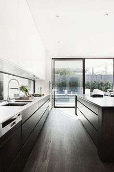 Minimalist Kitchen // dark floors and cabinets provide a nice contrast to this crisp white interior at the Malvern House, Australia, 2011 | Canny Design