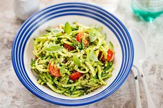 Raw Zucchini Pasta With A Cilantro Pesto Raw Food Recipes, Healthy Dinner Recipes, Salad Recipes, Diet Recipes, Delicious Meals, Pesto Zoodles, Kale Pesto, Cilantro Pesto, Avocado Pesto