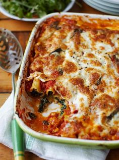 Spinach & ricotta cannelloni | Jamie Oliver | Food | Jamie Oliver (UK) this recipe is easy and very, very tasty - also meatless