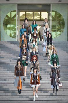 http://www.vogue.com/fashion-shows/resort-2018/louis-vuitton/slideshow/collection