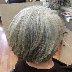 Trendy Haircuts Ideas : Layered Bob For Older Women Short Grey Hair, Girl Short Hair, Short Hair Cuts, Short Hair Styles, Gray Hair, Long Hair, Short Hairstyles For Women, Bob Hairstyles, Hairstyles Pictures