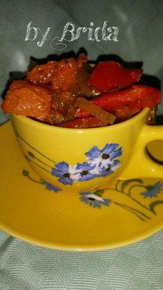 RATATUILLE AUTUNNALE  In una padella con del olio evo mettere una cipolla tagliata sottile, un pezzo di zucca a dadini, due peperoni (rosso e giallo) tagliati a tochetti, una piccola melanzana priva di buccia a dadini e 1 peperoncino. Fare cuocere a fuoco dolce fino a quando la verdura non sarà morbida. Quindi salare, aggiustare di pepe e curcuma e servire.