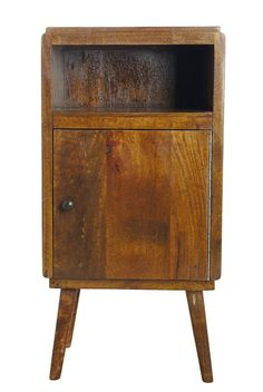 Fifty Kommode - Kommode i mangotræ med vintage-look og  en klar lakeret overflade. Kommoden har øverst et lille rum til bøger og blade, og nederst et stort rum bag lågen. Flot møbel som både kan fungere som natbord eller som en lille kommode i stuen.