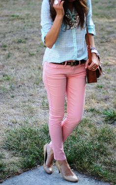 Love this outfit. And that I already own the top! :)