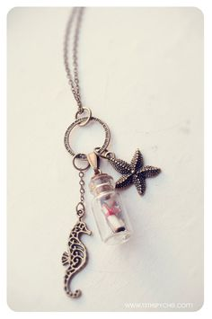 Message in a Bottle necklace. Glass bottle pendant por 13thPsyche
