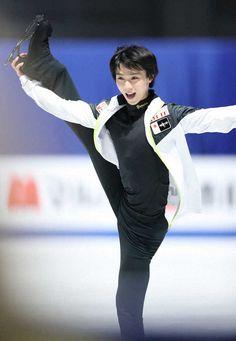 Yuzuru Hanyu Worlds 2019 Practice Male Figure Skaters, Yuzuru Hanyu, World Figure Skating Championships, I Love Winter, Ice Skaters, Olympic Champion, Body Poses, Living Legends, Saitama