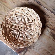Plait, Basket Decoration, Wicker Baskets, Trays, Weaving, Thoughts, Design, Home Decor, Craft