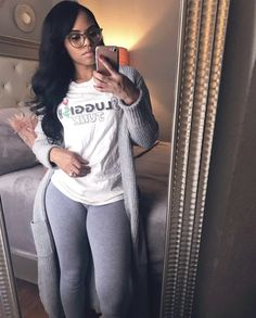 Top Legging Outfits Ideas For Beautiful Women To Copy Asap 24 – Holidays Leggings Gris, Grey Leggings Outfit, Tops For Leggings, Leggings Fashion, Chill Outfits, Swag Outfits, Casual Outfits, Cute Outfits, Fashion Outfits