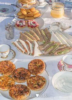 High Tea Decorations, Party Decoration, Tea Snacks, Party Snacks, Vegan Teas, High Tea Food, Lunch Buffet, Lunch Table, Brunch