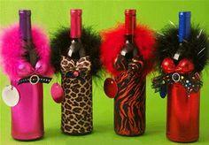 DIY for bottle gift. Wine Bottle Gift, Wine Bottle Covers, Diy Bottle, Wine Bottle Crafts, Bottle Art, Wine Bottles, Diy Upcycled Bottles, Wine Craft, Painted Wine Glasses