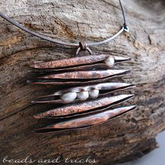 Copper handforged spicula and freshwater pearls pendant | Handmade by Beads and Tricks
