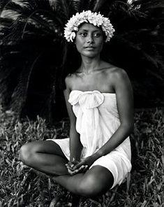 Flights, Airfare to Tahiti & Bora Bora Polynesian Girls, Polynesian People, Polynesian Culture, Polynesian Islands, Tahiti Nui, Hawaiian Woman, Hula Dancers, Divine Mother, Photo D Art