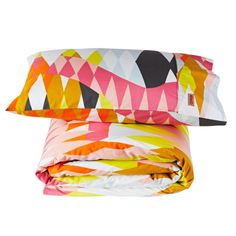 CROC ORANGE SINGLE QUILT COVER AND PILLOW SET- The Croc Orange Single Quilt Set are 100% cotton with a 300 thread count. They are sold as a set of one standard size pillowcase and a single quilt and are machine washable. The Croc Orange range is designed in Melbourne and made in India.