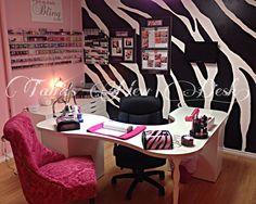Nail salon LOVE this nail station! My kind of space :) Home Nail Salon, Nail Salon Design, Salon Interior Design, Manicure Station, Nail Station, Nail Desk, Nail Room, Privates Nagelstudio, Tech Room